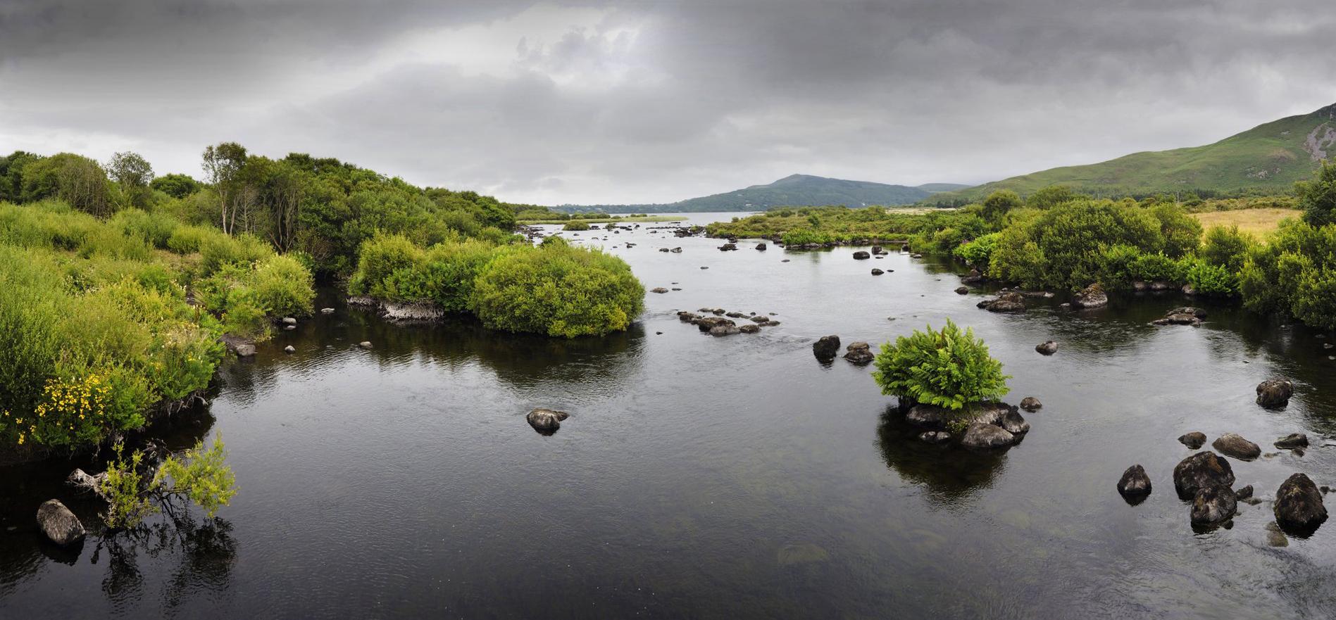 _7110719 Panorama rivier Beara Ierland 2_1920x911