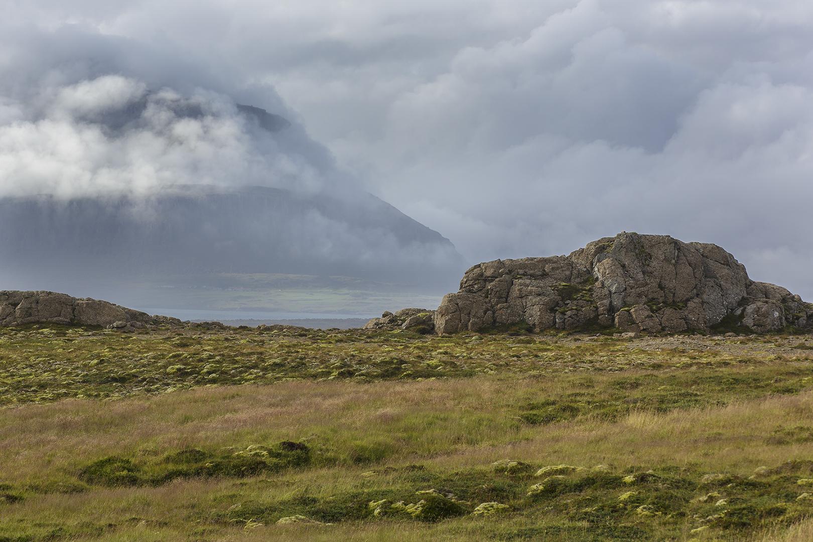 6433 landschap Djúpivogur 2016-08-23 Bw-v 1620
