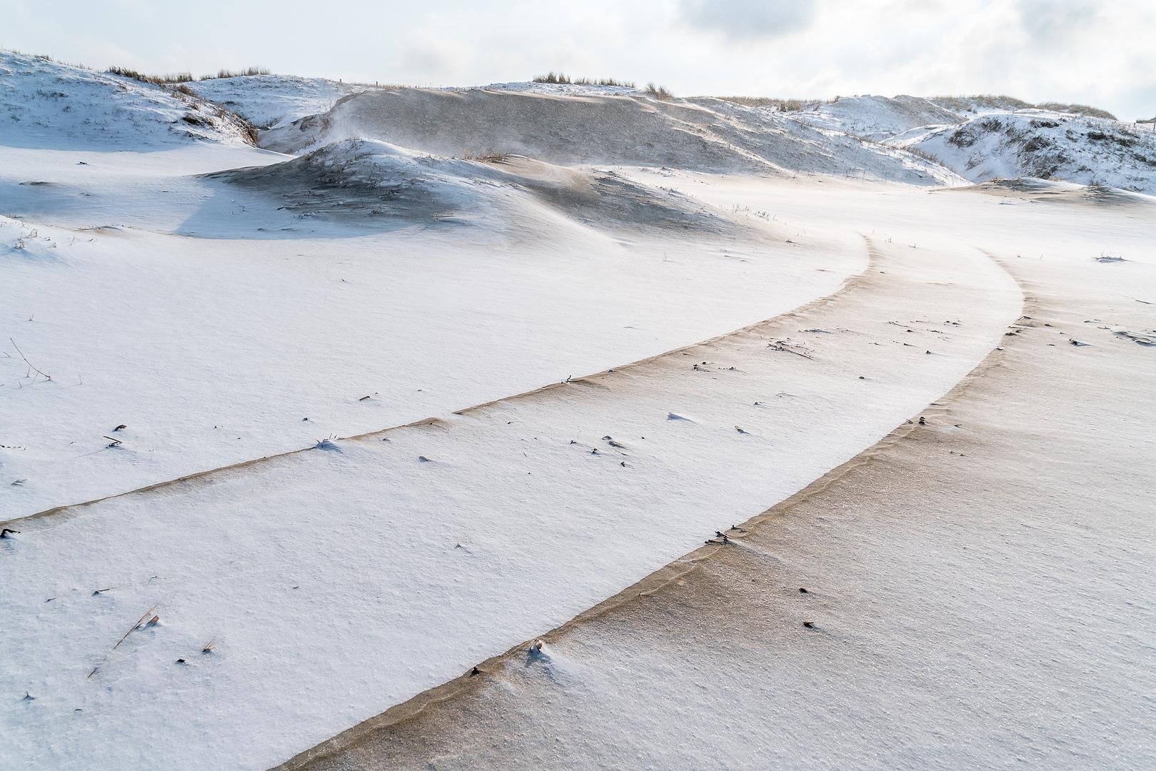 Sneeuw op strand Loes Belovics