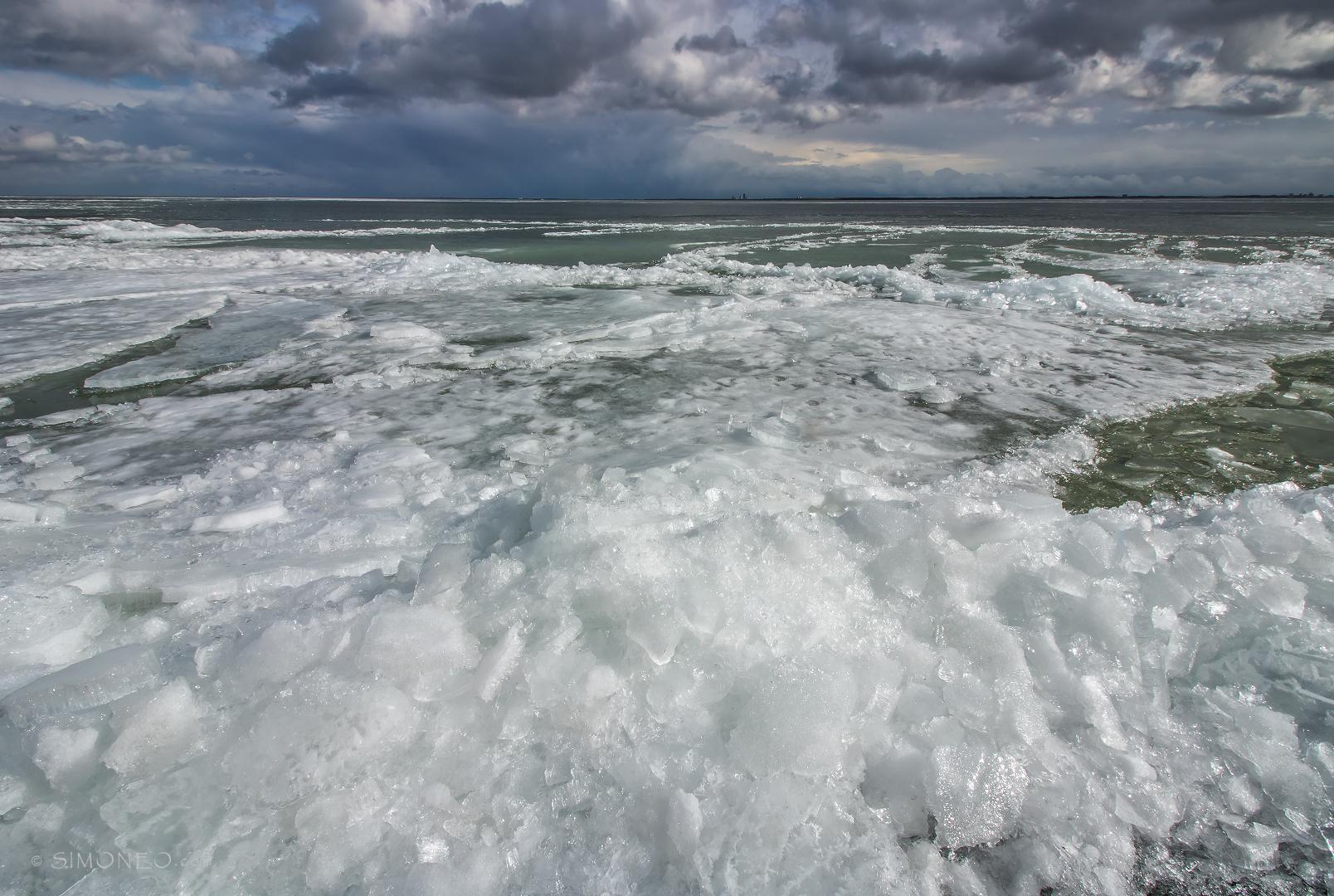 Kruiend ijs Uitdam Waterland 08032018 zononder_ijskoudDDN